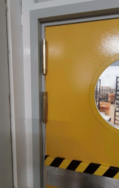 Montkov - kyvné dveře